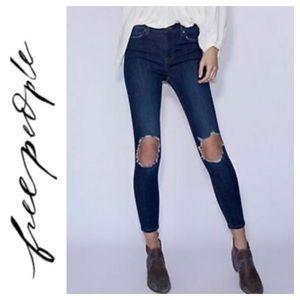 💙Free People Distressed Skinny Jean Size 26